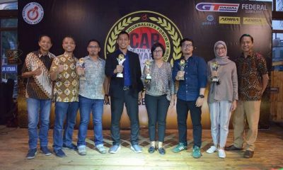 (kiri-Kanan) Indra Prabowo selaku ketua umum Forwot Indonesia, Raju Febrian selaku Ketua Dewan Juri FCY 2018, Zainal Abidin wakil ketua Forwot Indonesia bersama pemenang dan Finalis FORWOT Car of The Year 2018.